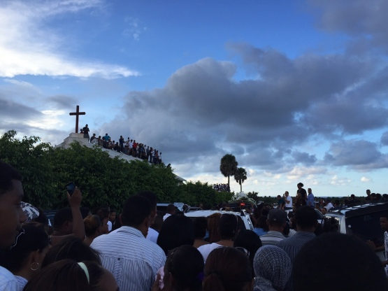 Thousands gather to pay their final respects to Oscar Taveras during a Tuesday burial service.